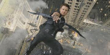"""Pierwszy zwiastun serialu """"Hawkeye"""". Potwierdzono udział Piotra Adamczyka."""
