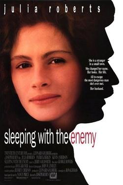 :  Sypiając z wrogiem