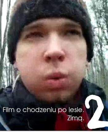 Film o chodzeniu po lesie. Zimą 2
