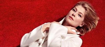 """Bezwzględna Rosamund Pike w zwiastunie """"O wszystko zadbam"""""""