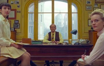 """Bill Murray uczy jak pisać artykuły w nowym zwiastunie """"The French Dispatch"""" Wesa Andersona"""