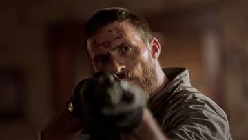"""Scott Eastwood i Mel Gibson w oficjalnym zwiastunie thrillera akcji """"Dangerous"""""""