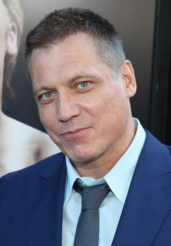 Plakat: Holt McCallany